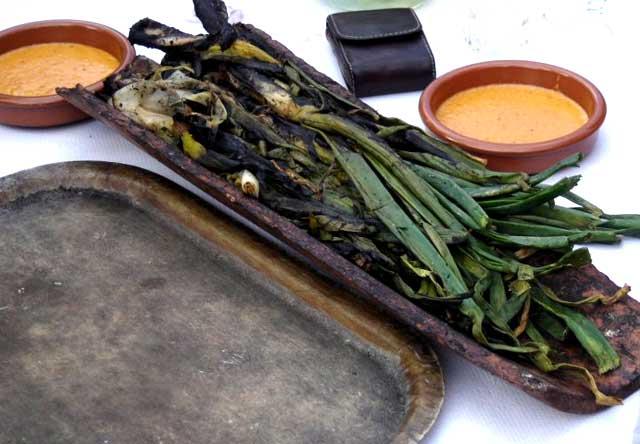 Cal Modest y sus calçotadas en Tornabous. Un menú especial para grupos llenos de tradición