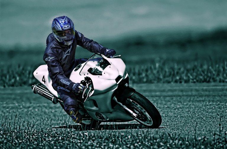 Álava presenta 4 rutas de moto en Fitur