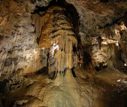 Curso de Aguas de la Cueva de Valporquero consigue el galardón de FITUR - turismo-activo
