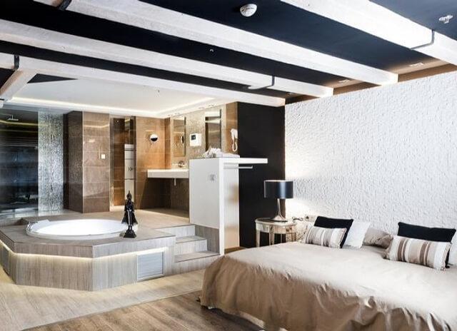 jacuzzi habitacion kadrit hotel